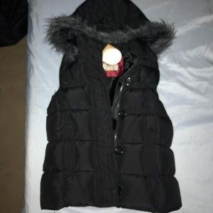 NWT hooded puffer vest. Juniors SzS. Zipper&button